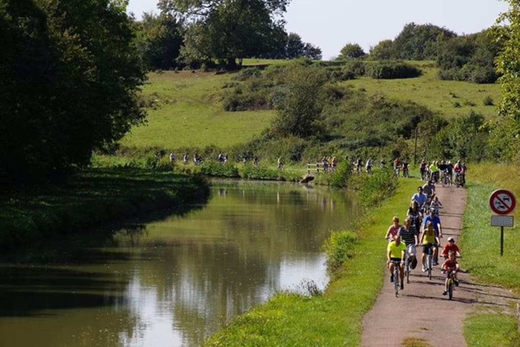 Wonderfull canal. Wonderfull cycling. We can help!