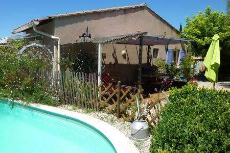 maison cosy avec piscine et jardin - Monteux - Rumah