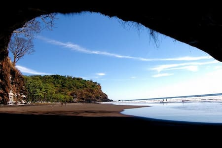 CASA CONACASTE (Beach and Tropical Forest Retreat)