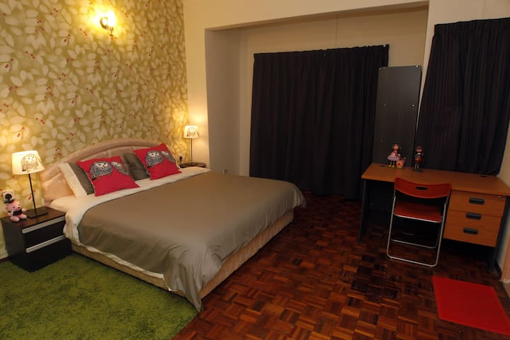 Private Room~Rose / Near LRT/ Wi-Fi - Puchong - House