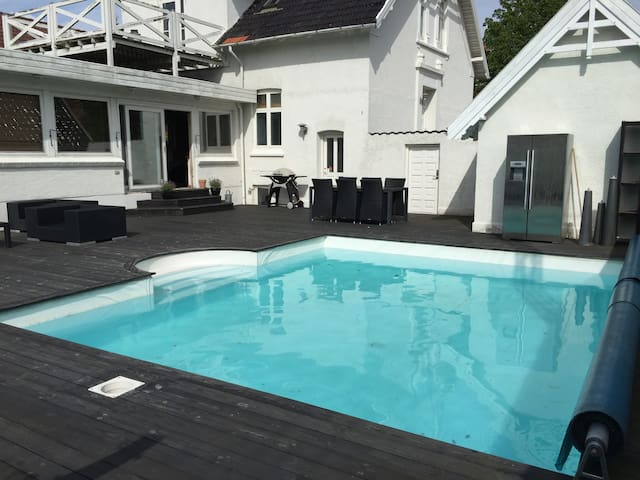 230 m2 hus med pool - Odense - Hus