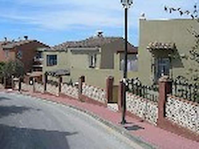 Casa Rural de cuatro Habitaciones. - Campillos - Hus