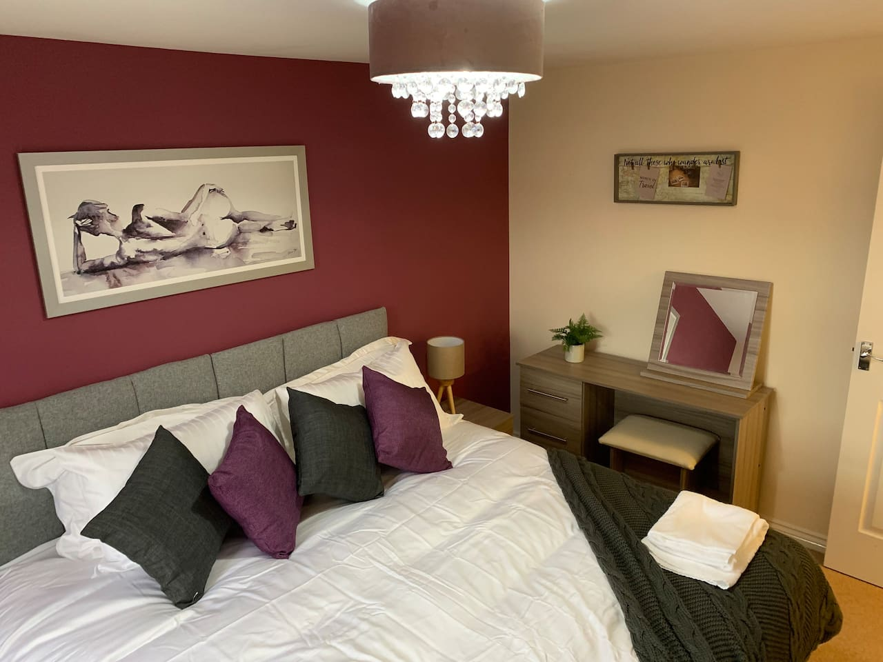 Super King size bed (available in 2 twin beds for non-couples)  Freshly laundered linen and towels, all complimentary