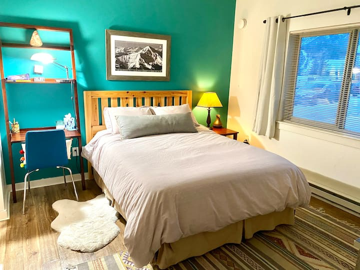 Private Bed/Bathroom in Big Sky, MT