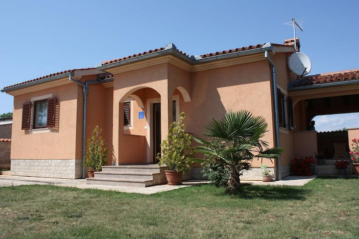 New vacation house for 4+2 people - Fažana - Huis