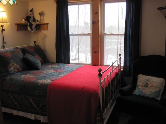 Room # 4, Sunny Double - Rowe - Bed & Breakfast