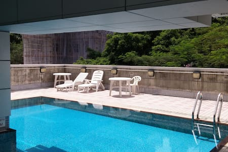 Cozy Soho flat - view, pool & gym! - Hong Kong Island - Apartment
