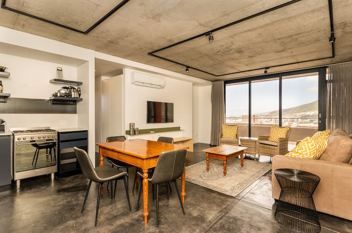 Modern 2 Bed Apt in Bo-Kaap w/Table Mountain Views
