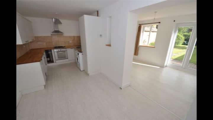 Recently refurbished family home, great location!