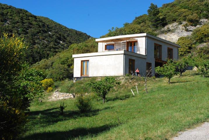 Chambre dans maison écologique - Rousset-les-Vignes - Casa