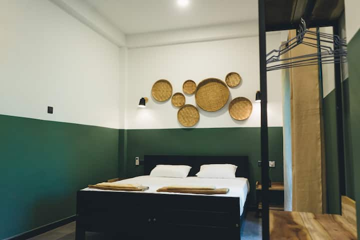 Design room hidden in a Jungle (green)