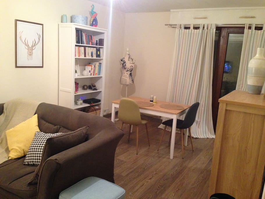 T2 centre lille 50m2 lit king size flats for rent in for Location t2 meuble lille