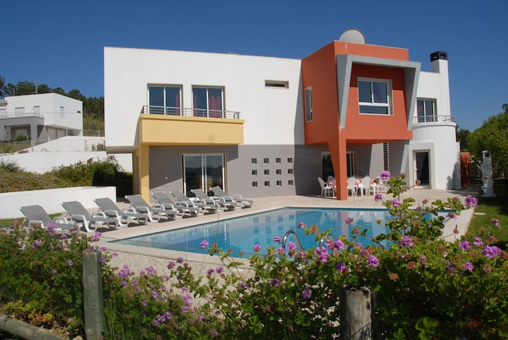 FAMILY VILLA BY THE SEA - SPECIAL WEEKENDS - Foz do Arelho - Rumah