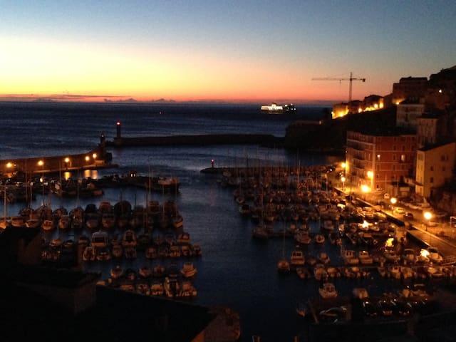 Grand Duplex vieux port de Bastia. - BAstia