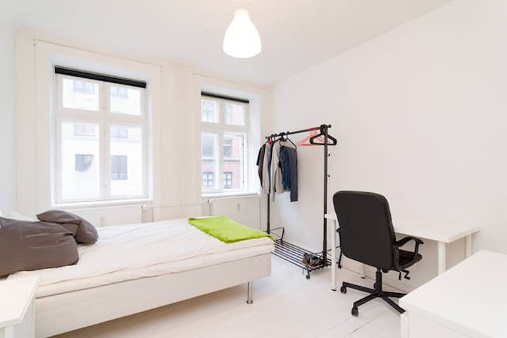 Large and modern room with two separate beds - Kopenhagen - Appartement