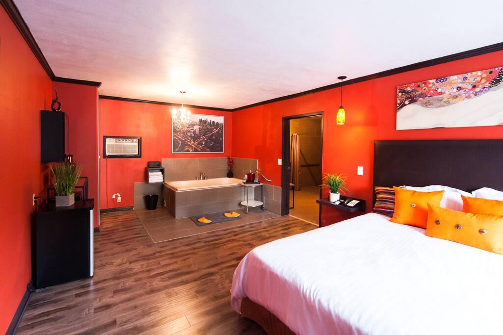 new 1 king bed with jacuzzi suite wohnungen zur miete in los angeles kalifornien. Black Bedroom Furniture Sets. Home Design Ideas