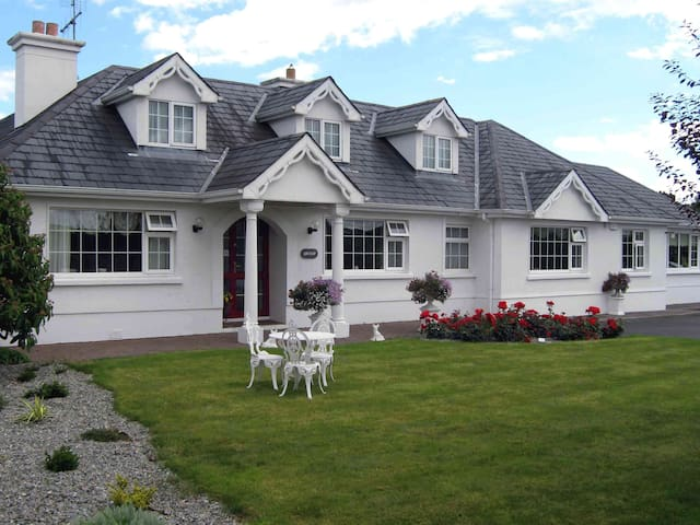 holiday home with a difference - Killarney - Bungalow