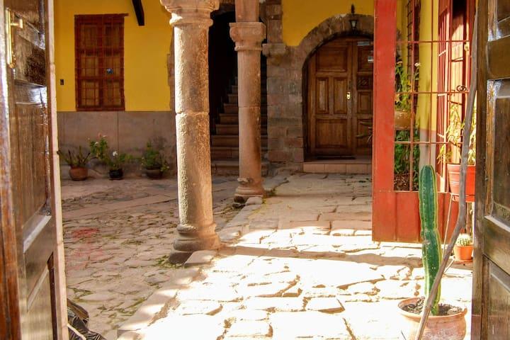 Habitación en casona antigua del centro histórico