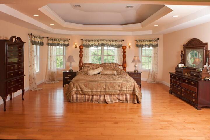 Gregorian Manor Master Suite - Hyde Park - Huis