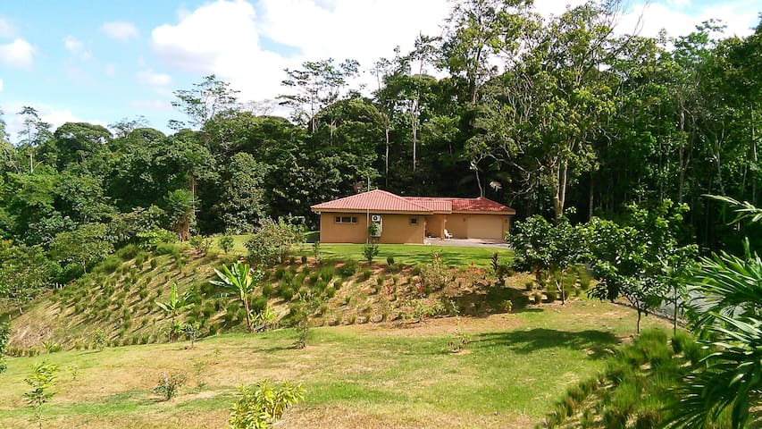 Casa Caramar is a peaceful, private retreat. - Siquirres - Bed & Breakfast