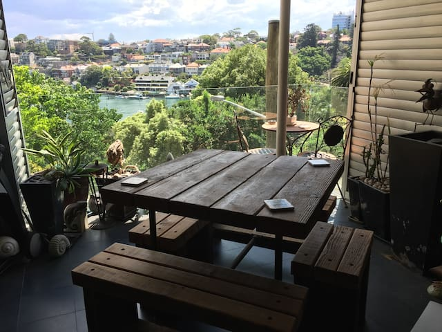 Stunning Harbour location close to bridge & cafes - Milsons Point