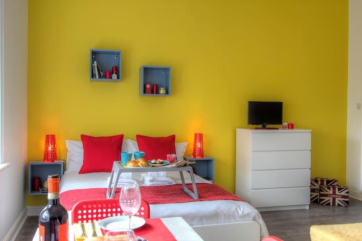 Bedroom, kitchen