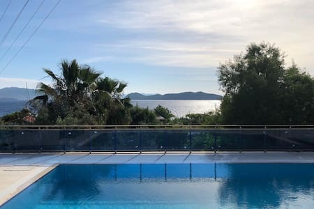 Denize 50M Mesafede,Havuzlu Lüks Villa