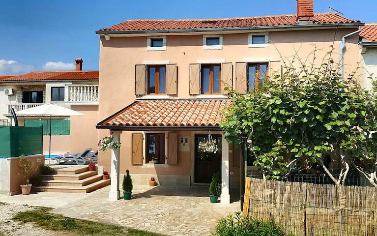 House Marija - with pool, 8 sleeps - Orbanići - Huis
