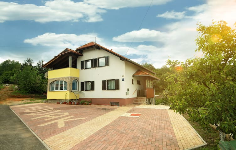 House D&A Hodak near Plitvice Lakes and Rastoke - Grabovac - Bed & Breakfast
