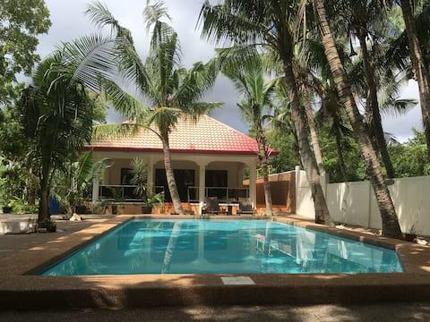 Bing's Garden 1 - Huge Veranda with Pool View