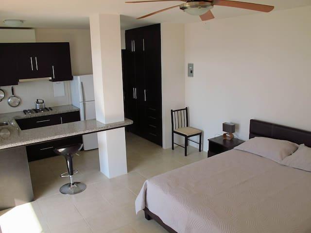 Lower apartment ~ Apartamento bajo ~ Нижняя квартира