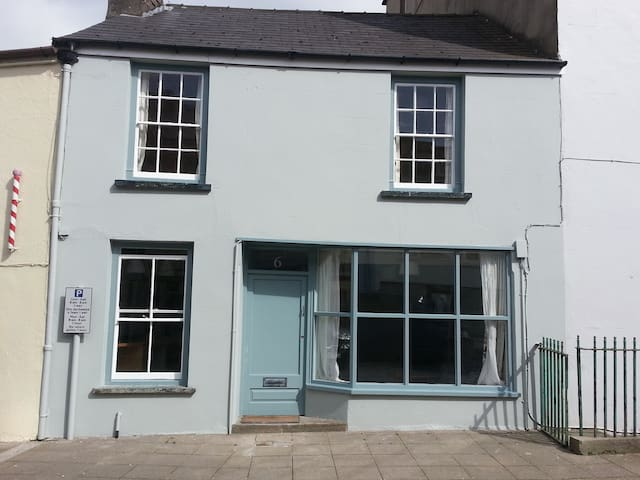 6 Hill Street, Haverfordwest, Pembs - Haverfordwest - House