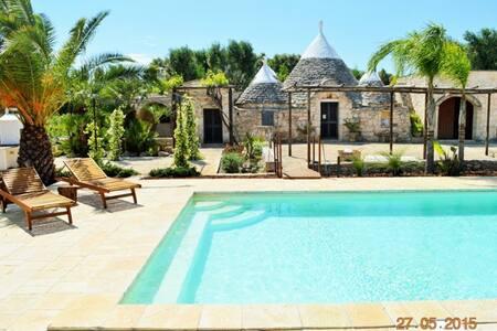 Trullo Bello with Pool 7 sleeps - San Michele Salentino - Villa
