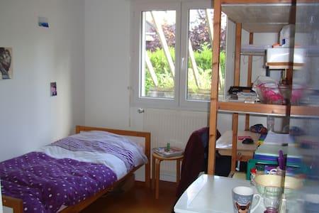 Chambre étudiante, maison familiale - Orsay