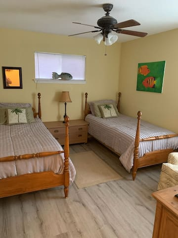 Bedroom 2 in house has twin beds