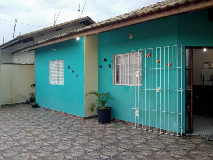 Aluga - se casa de praia / Itanhaém/Temporadas