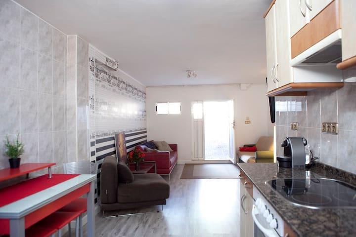 Planta baja chalet adosado a las afueras de Gijón - Bernueces - House