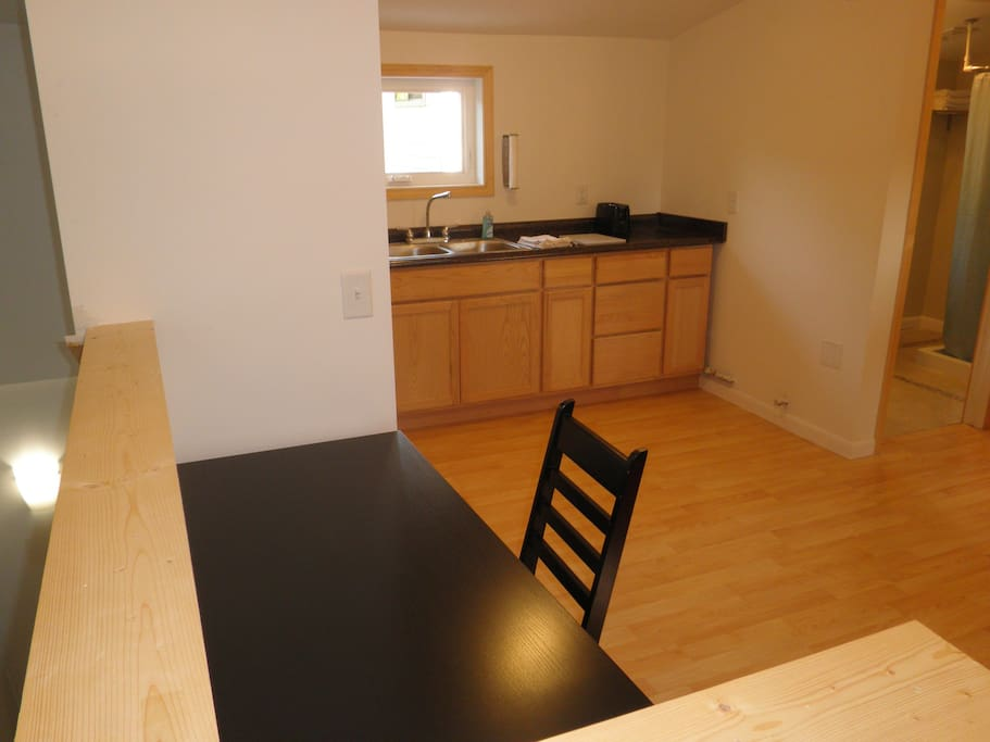 Studio/Apt  minutes from downtown