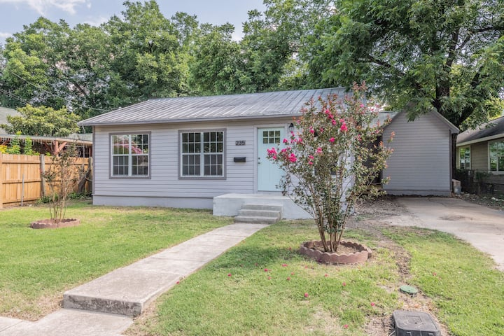 Downtown Gem *** Southtown Living***