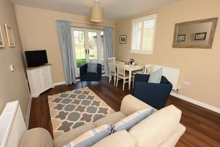 Woodstock Suites, St Mary's - Charlton - Bed & Breakfast