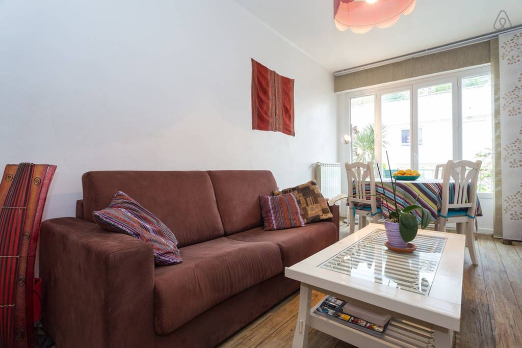 Lovely and bright 2 rooms flat