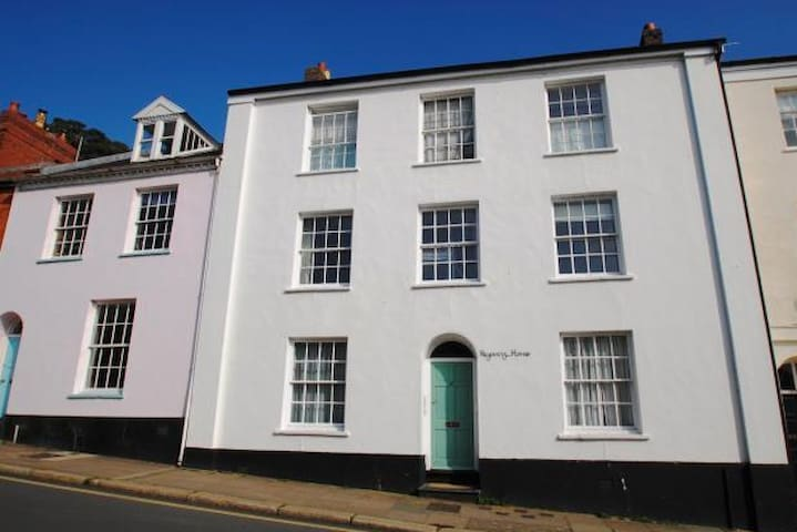 Well-positioned large apartment - Barnstaple - Lejlighed