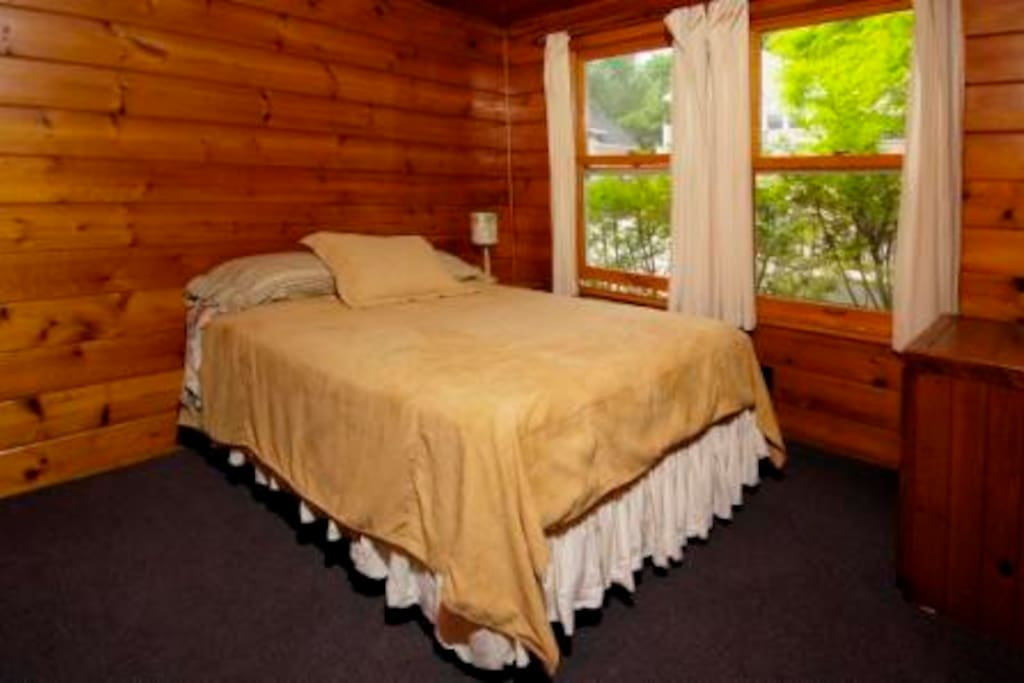 room with a queen size bed