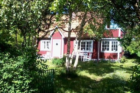 Genuint sommarhus från 1920-talet - Höllviken - Casa