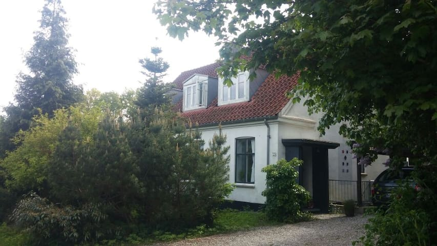 Beautiful house in huge garden - Hillerød - Ev