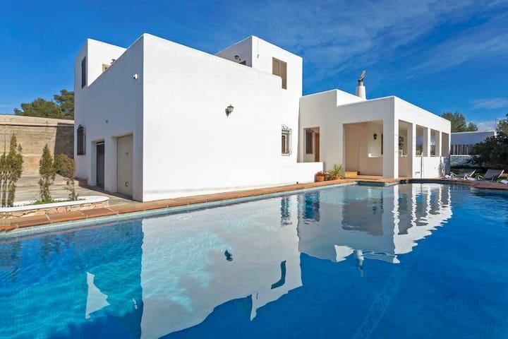 Villa Gavina |pool and BBQ| 5' from O Beach Ibiza