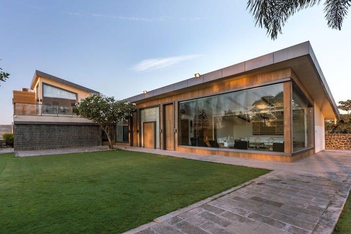 4BHK Luxury Villa with Contemporary Interiors