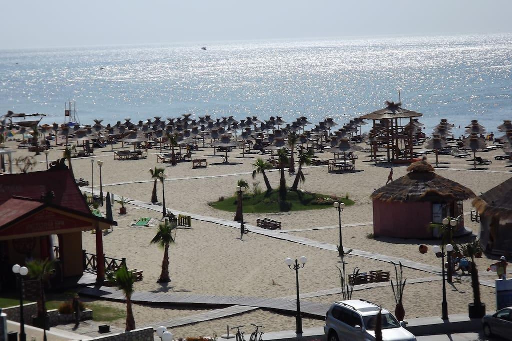 Пляж (с другого ракурса)