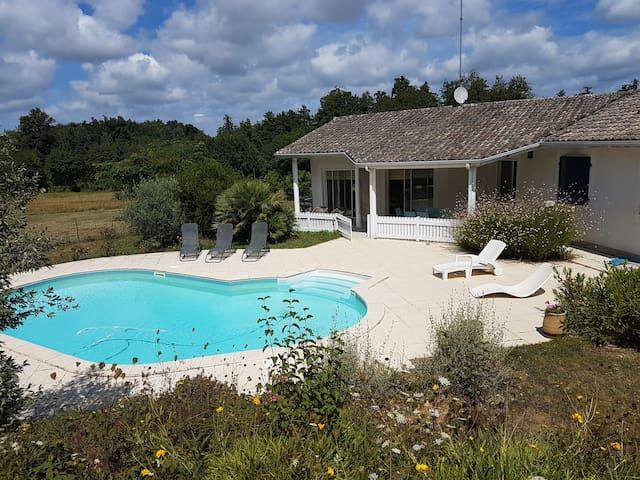 Villa avec piscine près de Bordeaux