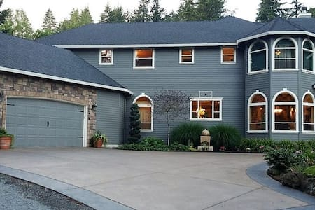 Happy Home on the Hill - Washougal